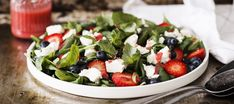 Mansikka-fetasalaatti | Alkuruoat | Reseptit – K-Ruoka Caprese Salad, Cobb Salad, Good Food, Yummy Food, Vinaigrette, Feta, Food To Make, Grilling, Berries