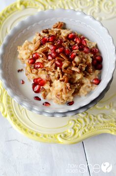 Overnight Orange Spiced Steel Cut Oats with Pomegranate and Orange-Blossom Honey! This stuff is deliciously healthy and perfect to wake up to! #steelcutoats #breakfast #recipe from howdoesshe.com