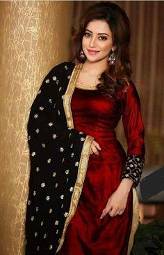 red velvet kurti with black chunni Punjabi Dress, Pakistani Dresses, Indian Dresses, Indian Outfits, Indian Suits Punjabi, Punjabi Salwar Suits, Churidar Suits, Salwar Designs, Patiala Suit Designs