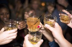 Whisky tips and picks from North Oxford independent wine shop, Grape Minds, in celebration of Burns Night. Plus, what is whisky and how do you drink it. Fun Drinks, Alcoholic Drinks, Bartender Drinks, Le Gin, Whisky Tasting, Whisky Club, Gin Tonic, Whiskey Drinks, Whiskey Recipes