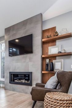 Position of the tub chair and fireplace/Tv area Fireplace Tv Wall, Grey Fireplace, Modern Fireplace, Fireplace Design, Wall Fireplaces, Living Room Tv, Living Room Remodel, Living Room With Fireplace, Home And Living
