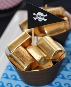 """Treasure for me matey Pirate Themed Party gold nuggets/ or anything with a """"gold"""" wrapper. Great treasure favor especially for a pirate party Fête Peter Pan, Peter Pan Party, 4th Birthday Parties, Boy Birthday, Birthday Ideas, Pirate Birthday Cake, Mermaid Birthday, Party Mottos, Pirate Day"""