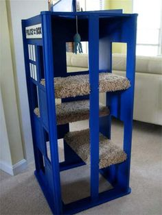 TARDIS Cat Playhouse Hey Kerstin I think this is a good idea for ur cat! Cat Playhouse, Cat Towers, Cat Room, Cat Condo, Pet Furniture, Cat Accessories, Space Cat, Animal Projects, Cat Scratching