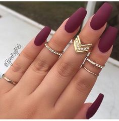 Burgundy nail art designs have become people's favorite. Burgundy color has become one of the most popular colors. Women who choose this color do not want to have bright and gorgeous nails, but want to have classic and sexy designs. The burgundy nail Gorgeous Nails, Love Nails, How To Do Nails, Cute Fall Nails, Amazing Nails, One Color Nails, Solid Color Nails, Perfect Nails, Solid Colors