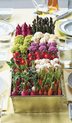 Create a Crudite Centerpiece Bring the vegetable garden indoors with a centerpiece that you can eat. How to Make the Crudite Centerpiece Edible Centerpieces, Summer Centerpieces, Centerpiece Ideas, Flowerless Centerpieces, Quinceanera Centerpieces, Easter Centerpiece, Edible Arrangements, Wedding Centerpieces, Wedding Bouquets