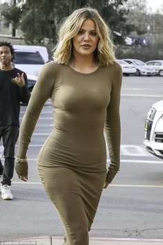 Khloe Kardashian suffers a wardrobe malfunction Fashion Show Makeup, Fashion Show Dresses, Dress Fashion, Khloe Kardashian Photos, Koko Kardashian, Long Tight Dresses, Nice Dresses, Khloe Hair, Fashion Week