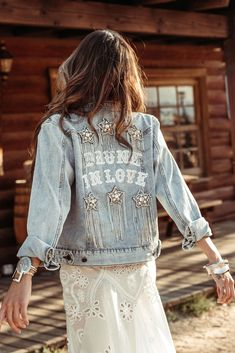 When you're feeling loved up on your wedding day and you want the whole wide world to know - The Drunk in Love Jacket was made for you. Bohemian Wedding Dresses, Boho Dress, Boho Fashion, Fashion Looks, Fashion Design, Modest Fashion, Bohemian Mode, Diy Clothes, Lady