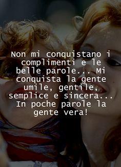 No me conquistan los cumplidos y las bellas palabras... Me conquista la gente humilde, gentil, simple y sincera...En pocas palabras la gente de verdad.