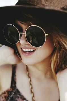 DE New Vintage Retro Fashion Designer Round Black Gradient Hippie  Sunglasses in Clothing, Shoes   Accessories, Women s Accessories,  Sunglasses   Fashion ... dee0f41897