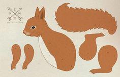 """Du benötigst zum Zusammenbauen des Eichhörnchens 3 kleine Musterklammern, sogenannte """"mini brads"""" aus dem Bastelladen. Oder Du verwendest Nadel und Faden sowie kleine Perlen, um die Teile mit..."""