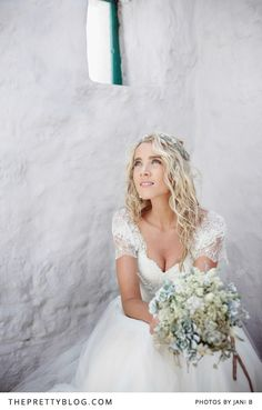 A sweetheart neck with covered shoulders - Lace love! | Photographer: Jani B | Dress: Gelieft | Make-Up & Hair: The Style Concept | Flowers: Elmarie Leonard by Design