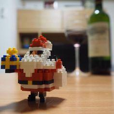 jzjstm on Instagram pinned by myThings 今年のサンタはフォルムが可愛いー♡ 説明書にオーナメントの作り方まであるあたり、開発の方々の愛を感じまくり…! 旦那さん不在の日曜日は煮込み料理とワイン!  #好きナノつくろう #ナノブロック #nanoblock #ハロウィンよりクリスマス派 #ワイン #ワイン好き #ナノブロックアンバサダー #写真加工なし #olympuspen #インスタグラマー勉強中