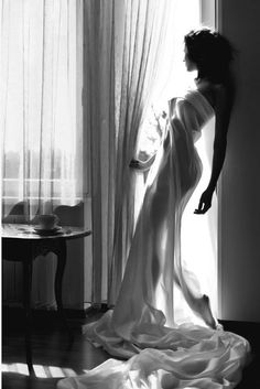 'un drapé blanc pour me confondre avec cette maison que tu chéris et dans laquelle tu te sens bien'