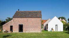 Belgian architect Indra Janda has used translucent polycarbonate shingles to create Garden Room, a small building at her parent's home. Roof Architecture, Historical Architecture, Outdoor Rooms, Outdoor Decor, Glass Brick, Small Courtyards, Roof Trusses, Small Buildings, Shed Design