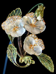 Gold enamel diamond & glass pansy brooch, by Renee Lalique Bijoux Art Nouveau, Art Nouveau Jewelry, Jewelry Art, Gold Jewelry, Vintage Jewelry, Jewelry Accessories, Fine Jewelry, Jewelry Design, Fashion Jewelry