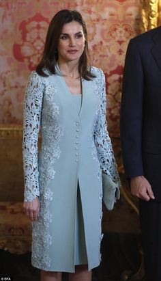 Keeping to an all-grey theme, Letizia accessorized with a coordinating clutch ba. - - Keeping to an all-grey theme, Letizia accessorized with a coordinating clutch bag . Keeping to an all-grey theme, Letizia accessorized with a coordi. Muslim Fashion, Royal Fashion, Hijab Fashion, Fashion Dresses, Elegant Dresses, Beautiful Dresses, Formal Dresses, Coat Dress, Lace Dress