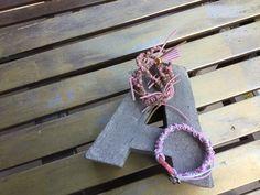 """""""Aenea""""  Conjunto rosado de pulsera y collar elaborados con un trenzado único y especial."""