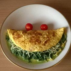 Mein Mittagessen von heute. Omelette gefüllt mit Blattspinat und etwas Reibkäse. Seit ich wieder am Arbeiten bin hab ich kaum noch Hunger mittags.das Omelette hab ich kaum zur Hälfte geschafft. Das Omelette besteht aus 3 Eiern und 300g Blattspinat... #Mittagessen #lunch #essen #gesundesessen #healthyfood #Spinat #spinach #Rührei #gesund #gemüse #lowcarb #Smiley #instagram #instafood #instagood #healthyfood #foodporn #insta #lecker #gut #schmeckt #tasty #Eier #lowfat #grün #Green by…