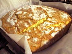 """Altrimenti detta """"Ciambella della Bianca"""", dove Bianca è la collega che mi ha passato questa furbissima ricetta. (Grazie Bianca!) E' furbissima per almeno tre motivi: si prepara in 5 minuti si presta a infinite personalizzazioni si procede col metodo """"butto tutto nel mixer"""" Nasce come ricetta del Bimby quindi il metodo """"butto tutto nel mixer""""… Italian Cake, Italian Desserts, Gluten Free Desserts, Dessert Recipes, Cake Cookies, Cupcake Cakes, Sweet Cooking, Torte Cake, Plum Cake"""