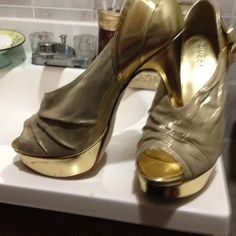 Guess gold platform sandal It's a metallic and shimmer gold sandal. Great condition. Guess Shoes Platforms