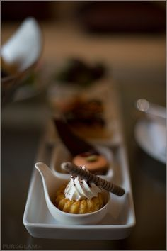 Little cakes as welcome amenities at Sheraton Grande Sukhumvit Bangkok SGS Thailand – Luxury Collection Hotel