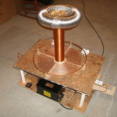 """DIY: Building a Tesla Coil In 9 Easy Steps! - DIY: Building a Tesla Coil In 9 Easy Steps! """" With Halloween right around the corner, there's no better time to build your very own Tesla Coil! Please read each of these points thoroughly before. Electronics Projects, Diy Electronics, Nikola Tesla, Tesla Inventions, Zero Point Energy, Diy Tech, Electrical Engineering, Science Projects, Science Ideas"""