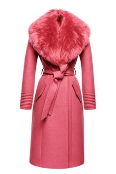 Long Coat with Fur Collar, Tourmaline Pink Look Fashion, Winter Fashion, Womens Fashion, Fashion Coat, Ropa Louis Vuitton, Looks Style, My Style, Alpaca Coat, Cool Coats