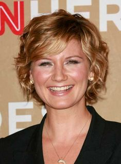 Jennifer Nettle's of SugarLand .. when her hair was short & messy - love this style.