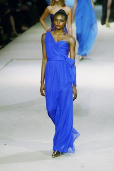 Yves Saint Laurent at Couture Spring 2002 - Runway Photos 0246aad3783