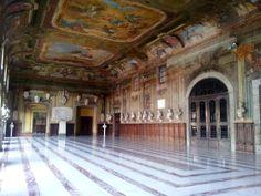 """La meravigliosa Gran Sala di Castel Capuano, meglio conosciuta come Salone dei Busti del """"vecchio Tribunale""""  © Angelo Oliverio - Campania su Web"""