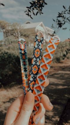 Cool Friendship Bracelets, Thread Bracelets, Embroidery Bracelets, Friendship Bracelet Patterns, Beaded Bracelets, Diy Bracelets Patterns, Bracelet Designs, Summer Bracelets, Cute Bracelets