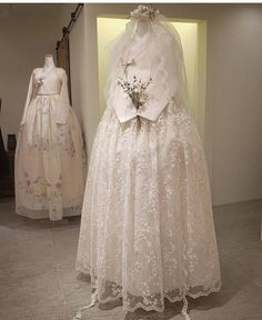 Our haute couture, beautiful The Dan Hanbok. Made just for you, for your special day. Korean Traditional Clothes, Traditional Fashion, Traditional Dresses, Korean Bride, Korean Wedding, Hanbok Wedding, Bridal Dresses, Flower Girl Dresses, Korea Dress