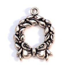 Antikolt ezüst színű koszorú függő dísz - Függő díszek, fityegők - Csinálj Ékszert! webáruház