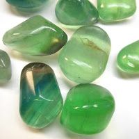 Zöld fluorit Minerals And Gemstones, Crystals Minerals, Rocks And Minerals, Healing Stones, Crystal Healing, Tumbled Stones, Color Of Life, Blue Green, Therapy