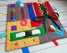 Diy Busy Board, Busy Board Baby, Felt Crafts Kids, Baby Sensory Board, Sensory Blanket, Fidget Blankets, Fidget Quilt, Sensory Bottles, Lap Quilts