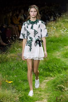 Moncler Gamme Rouge Primavera/ Verão 2016, Womenswear - Desfiles (#23256)