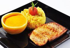 salmão grelhado ao molho de maracujá
