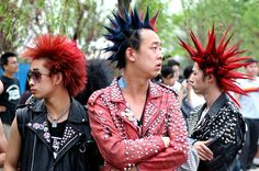 Punk rockers at Beijing's MIDI festival. Now in colour (I preferred the black and white version but I would be interested to see what people think. Asian Men Fashion, Punk Rock Fashion, Men's Fashion, Green Day, Liberty Spikes, Skinny People, Japanese Street Fashion, Gothic Outfits, Grunge Hair