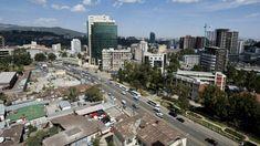 Addis Abeba Äthiopiens Hauptstadt im Hochland, ist das geschäftliche und kulturelle Zentrum des Landes. Sehen Sie hier im Video. Videos Addis Ababa, Tv Videos, San Francisco Skyline, Trench, Centre, Places