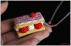 Collier part de mille feuilles framboise chantilly gourmand ♥ pate polymere fimo