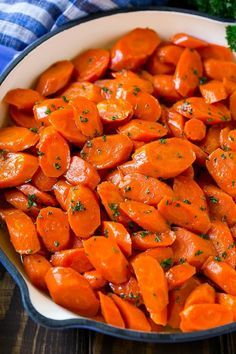 Glazed Carrots - Healthy Eating - My recipes recipes - Hannah Kegler Vegetarian Recipes Dinner Side Dishes, Side Dishes Easy, Side Dish Recipes, Glazed Carrots, Roasted Carrots, Vegetarian Recipes Dinner, Healthy Dinner Recipes, Vegetarian Diets, Carrots Healthy