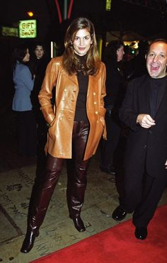 Cindy Crawford wears square-toed boots in the 90s Fashion, Couture Fashion, Fashion Outfits, 90s Inspired Outfits, Kaia Gerber, Cindy Crawford, Old Models, Striped Blazer, Black Square