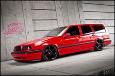 Volvo 850 Wagon: Red & Black combo!