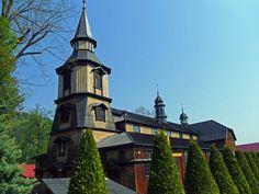 """Parafia w Zawoi jest pod wezwaniem Św. Klemensa papieża i męczennika. Do roku 1836 nosiła nazwę """"Skawica"""", dopiero 31.VIII.1836 r. otrzymała ta wioska nazwę """"Zawoja"""". Nazwa tej miejscowości Zawoja, prawdopodobnie ma swój źródłosłów w języku mołdawskim i znaczy """"las nad rzeką"""". Zawoja położona jest u stóp Babiej Góry, w kotlinie rzeki Skawica."""