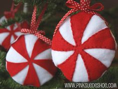 Free Felt Peppermint Christmas Ornament Pattern by pinksuedeshoe; can easily hand sew felt Diy Felt Christmas Tree, Christmas Sewing, Noel Christmas, Handmade Christmas, Christmas Decorations, Candy Decorations, Kitchen Decorations, Christmas Patterns, Christmas Sweets