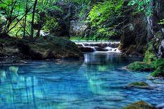 """Urederra signifiant """"eaux belle"""" en Basque captive tous ses visiteurs."""