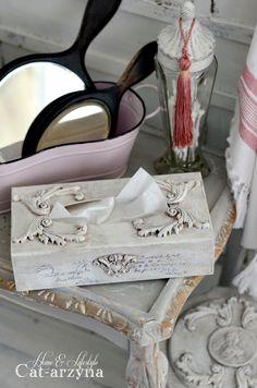 Cześć i czołem Kochani ! Staram się aby moje noworoczne postanowienia nie odeszły w zapomnienie wraz ze styczniem. Miedzy inny... Tissue Box Crafts, Tissue Boxes, Shabby Chic Decor, Vintage Decor, Decorative Paint Finishes, Butterfly Canvas, Decoupage Wood, Iron Orchid Designs, Creative Arts And Crafts