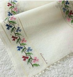 Table Runner, love the clean s