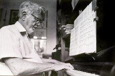 Radames Gnatalli - Rio Grande do Sul 1906 - Rio de Janeiro 1988 - De muitas qualidades musicais e um talento excepcional, foi musico-instrumentista, compositor, pianista, arranjador e maestro especializado em choro. - Pesquisa Google