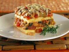 Polenta Lasagna SERVES 6 Use either homemade or store-bought nonfat marinara sauce. For best flavors, select robustly flavorful beans such as cannellini or runner beans. Healthy Ground Beef, Ground Beef Recipes, Polenta Lasagna, Lasagna Casserole, Vegetarian Recipes, Vegetarian Times, Vegetarian Lasagne, Vegetarian Cooking, Vegan Meals